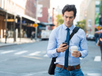 digital-manners-texting-while-walking