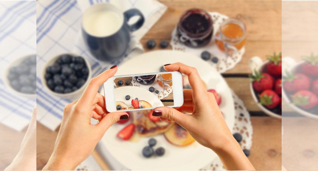 smartphone-check-the-meal