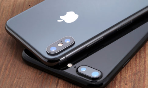 Space gray iPhone X and black iPhone 7.