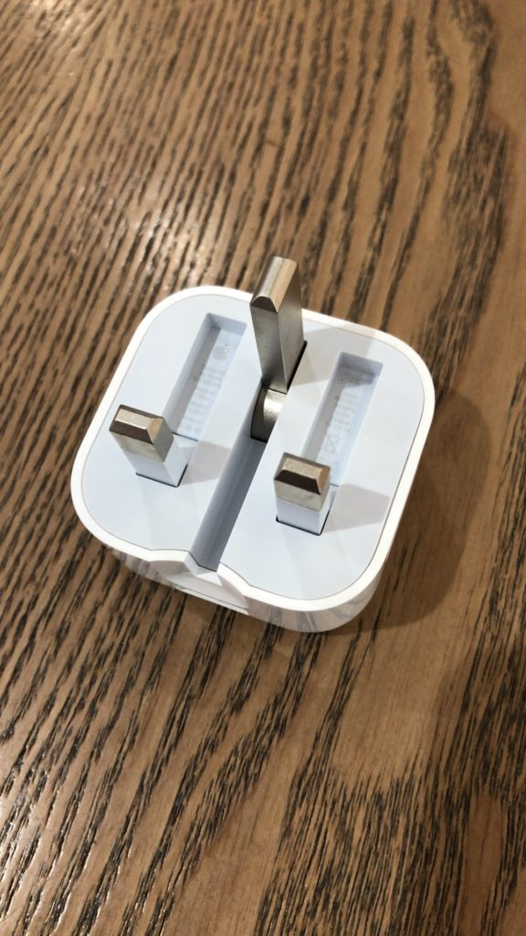 apple-hk-usb-power-adapter-folding-pins-5w-review-7