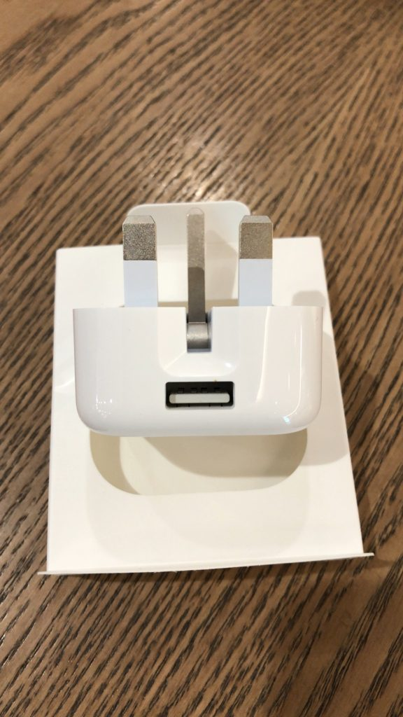 apple-hk-usb-power-adapter-folding-pins-5w-review-9