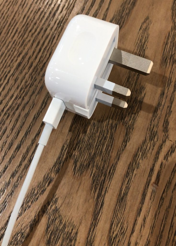 apple-hk-usb-power-adapter-folding-pins-5w-review-14