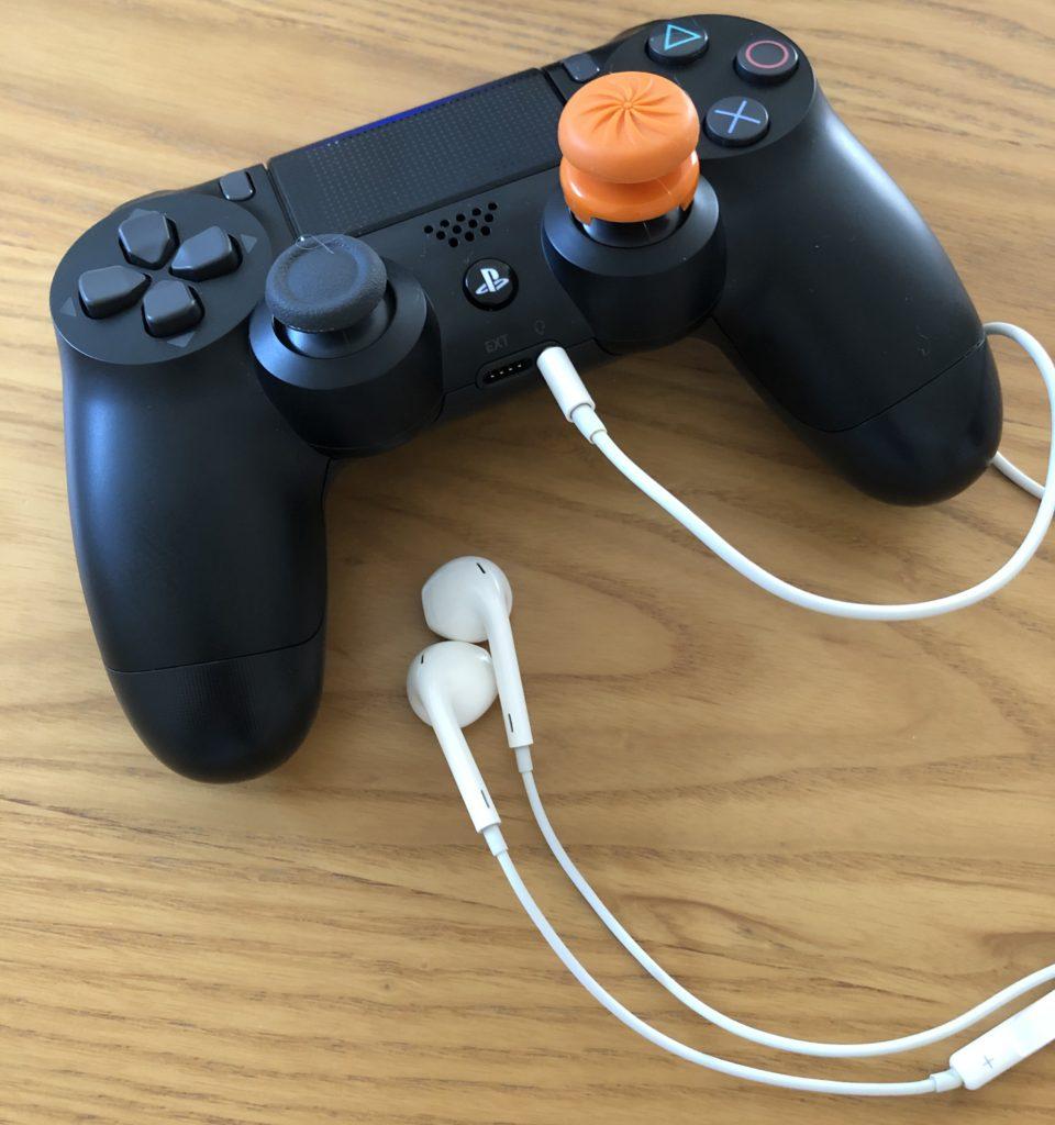 PS4の純正コントローラーとiPhone用イヤフォンでは、ボイスチャットができないことがあるようです。