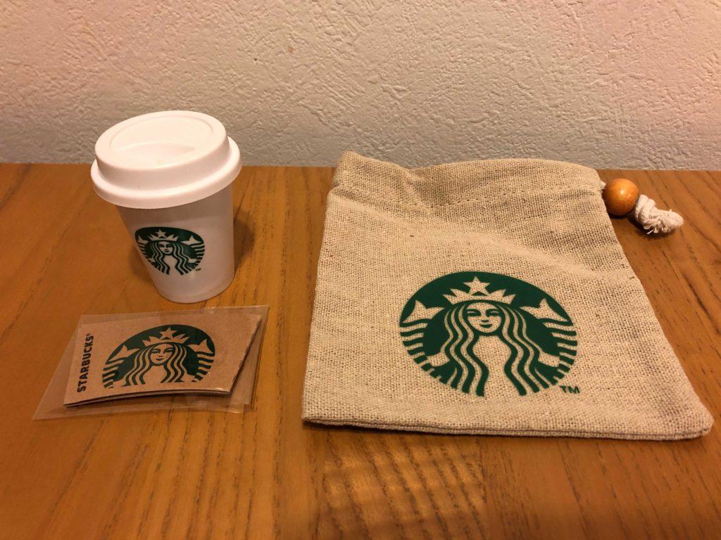 『STARBUCKS Mini Cup Gift 』は、「巾着」「ミニカップ」「ドリンクチケット」の3つがセットになっています。