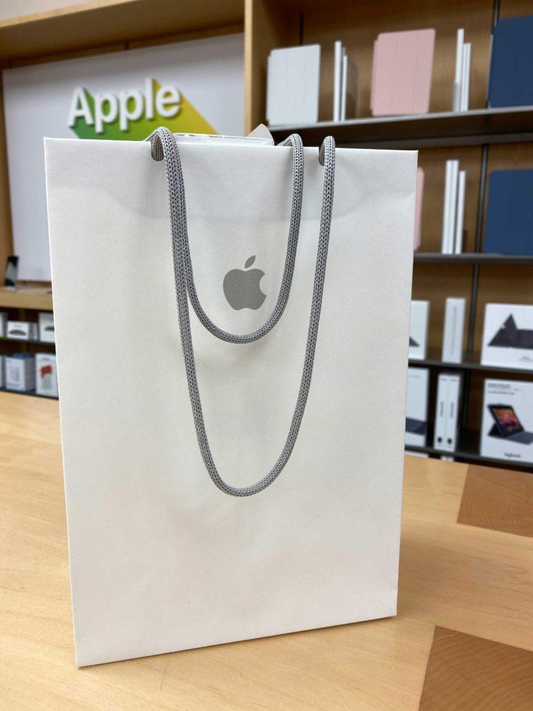 出所:SMATU.netにて撮影 無事にApple Watch Series5を購入.紙の袋にも違和感を感じなくなりました.