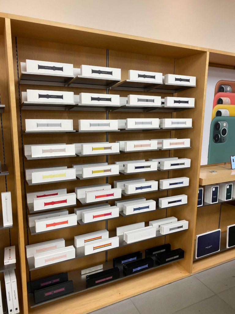 出所:SMATU.netにて撮影 Apple 銀座の2F.アクセサリが多数展示されています.いつみても気持ちの良い眺めです.