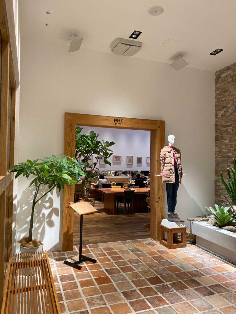 出所:SMATU.net 店内奥には九州初上陸のロンハーマンカフェもあります.(雰囲気○)