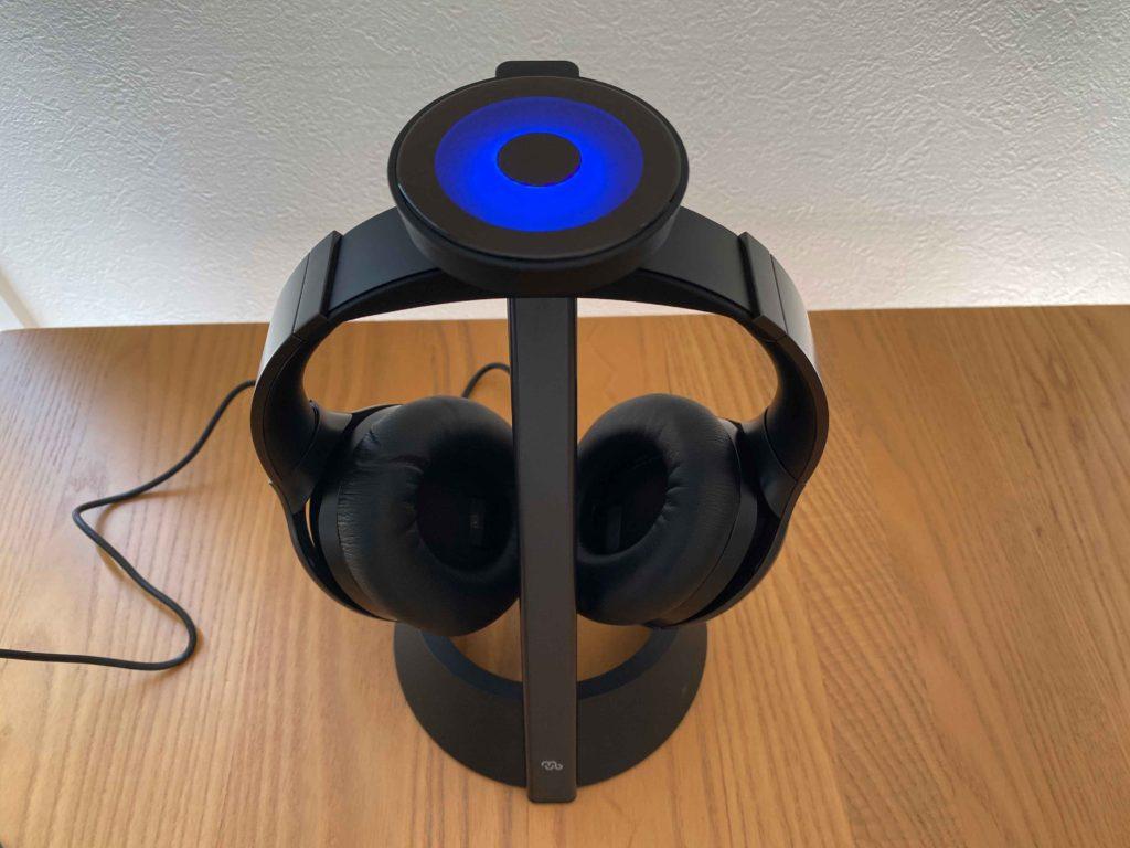 Photo:SMATU.net 『Mu6』に標準で付属している充電スタンド.マグネットで着脱,Wirelessでの充電が可能.