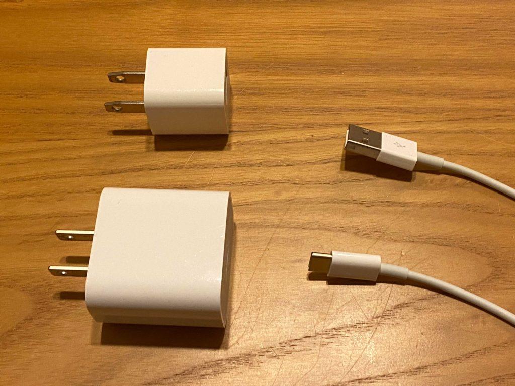 出所:SMATU.net 上がこれまでのiPhoneに同梱されていた,USB-Aタイプのアダプタ.
