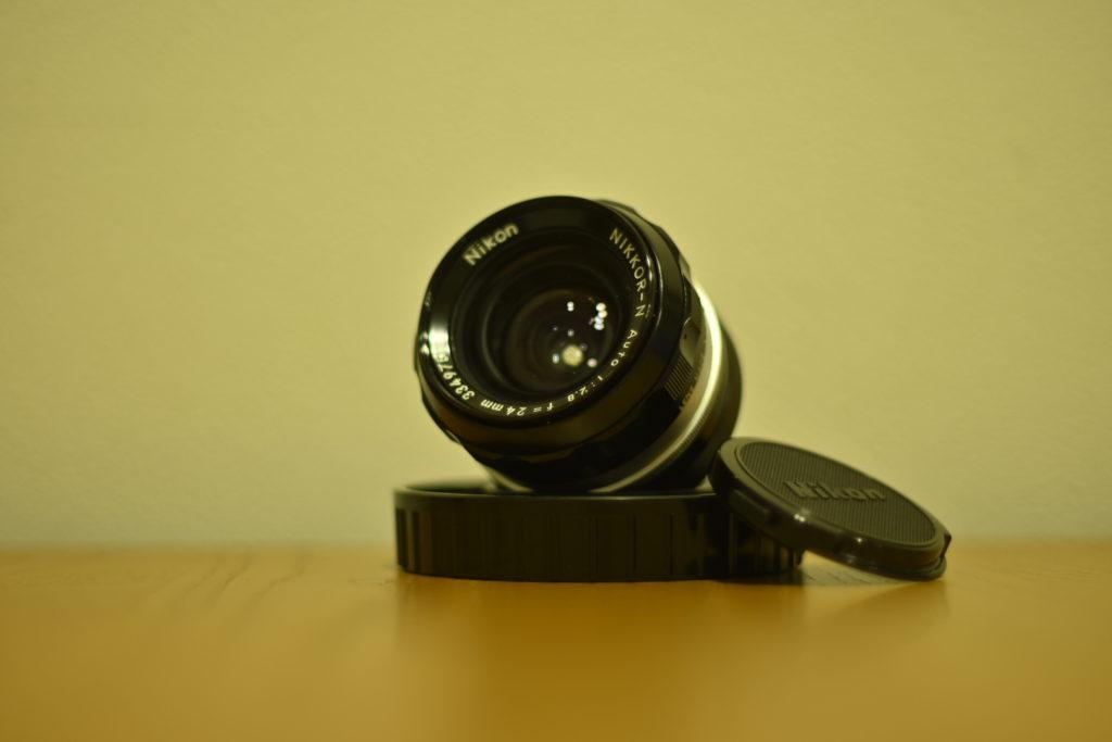 出所:SMATU.netにて撮影 レンズもきれいな状態で満足.前面のレンズはよく見ると曲面.