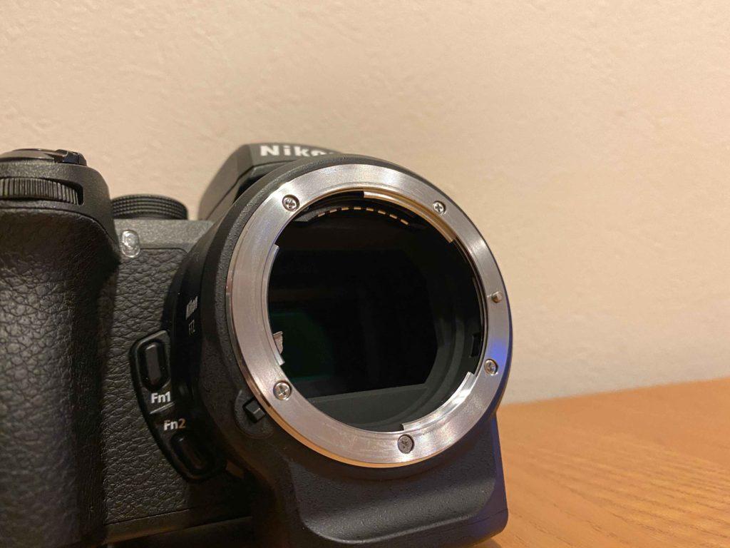 出所 : SMATU.netにて撮影 Nikon純正のFTZマウントアダプターは,オートフォーカスにも対応.新旧様々なニッコールレンズを装着可能です.