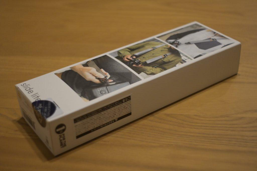 出所 : SMATU.netにて撮影 パッケージの背面,首掛け,斜めがけなど様々は方法でカメラを持つことが可能.行きつけのビックカメラで購入しました.