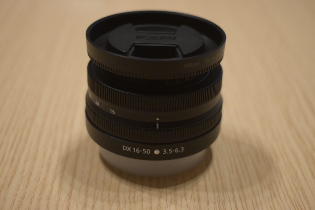 出所 : SMATU.net Z50の標準ズームレンズ,『DX 16-50』と記載があります. これは16mm〜50mmの焦点距離(35mm換算)のレンズであることを示しています.