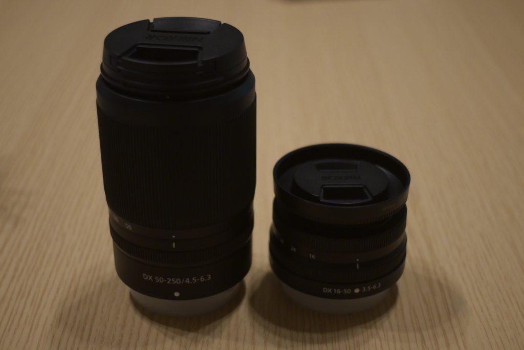 出所 : SMATU.net Nikon Z50のダブルズームレンズキットに同梱されている,2本のズームレンズ.