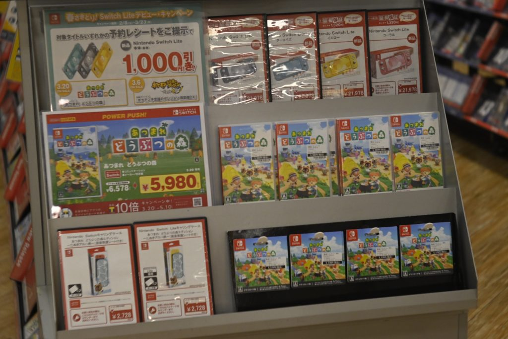 出所 : SMATU.netにて撮影 TSUTAYAや家電量販店のゲームコーナーの価格と比較しても,ダウロード版1本で複数端末にインストールしたほうが,初期投資は抑えることができそうです.