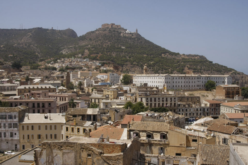 Photo : iStock by Getty Images View of old Oran(アルジェリア オランの画像)
