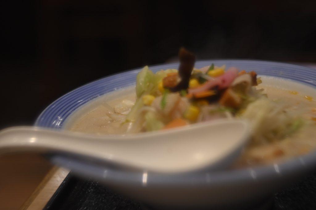 野菜不足を感じると,リンガーハットの野菜たっぷりチャンポンを食べたくなる.