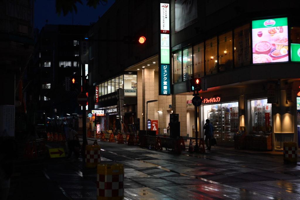 天神地区の再開発に伴い,6月30日をもって一時閉店するジュンク堂書店 福岡店.