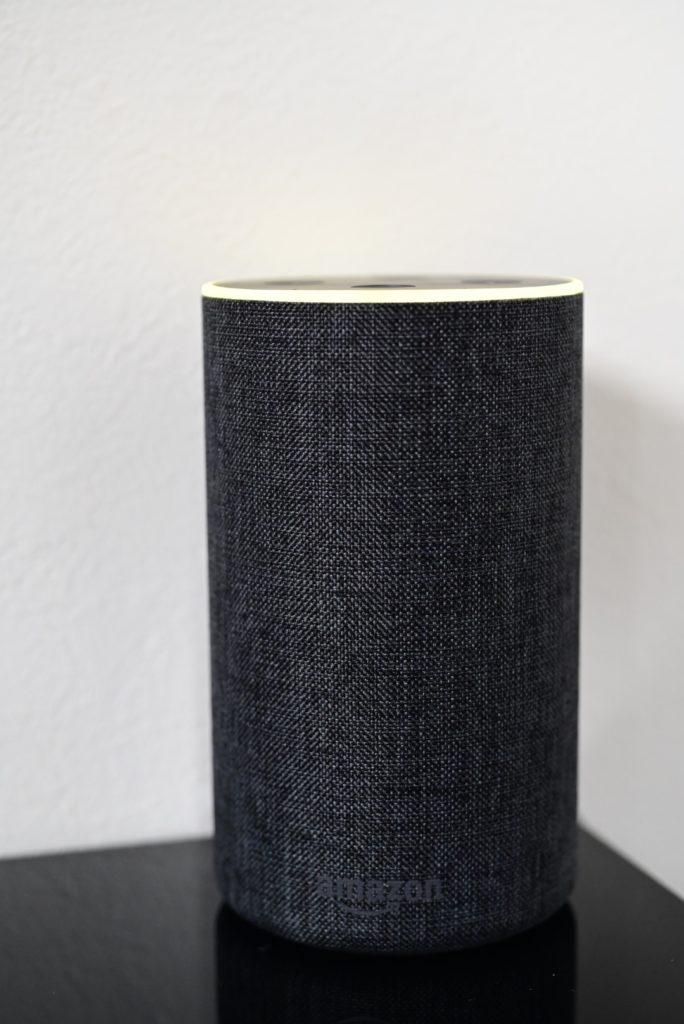 Amazon Echoのライトリングが黄色に光るのは,何かしらの通知が届いていることを示している.