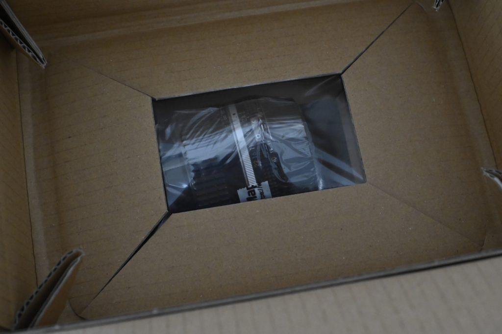 レンズ1つを配送するにも,非常に丁寧な梱包で届けてくれる. 安心して買い物ができる.