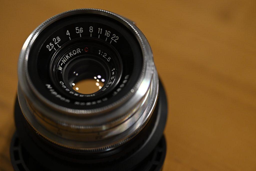 60年前に製造された日本光学時代のレンズ『W-NIKKOR・C 3.5cm f/2.5』. レンジファインダーのカメラを作っていた頃のNikonのレンズ.