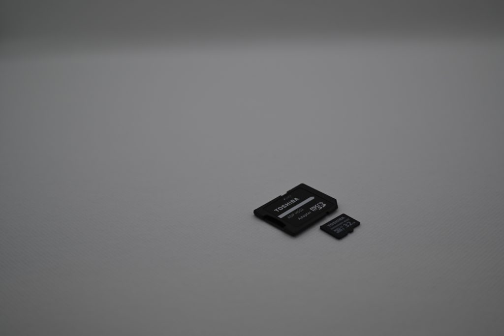 マイクロSDカードは,忘れずに揃えておく必要がある.