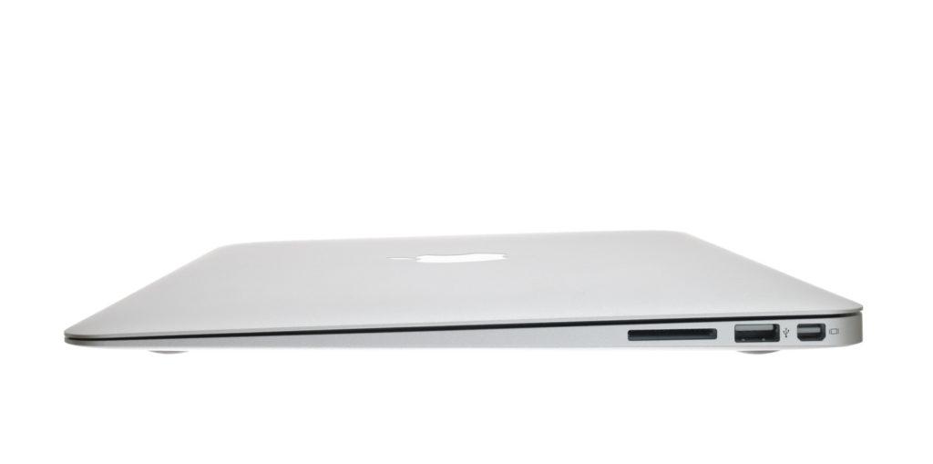Photo : iStock by Getty Images: 13インチのMacBook AirにはSDスロットがありました.