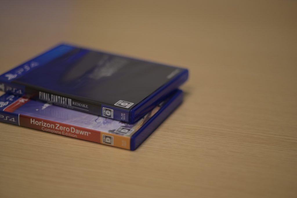 『ファイナルファンタジー Ⅶ リメイク』は,「C(15歳以上が対象)」,『Horizon Zero Dawn』は「D(17歳以上が対象)」にレーティング.