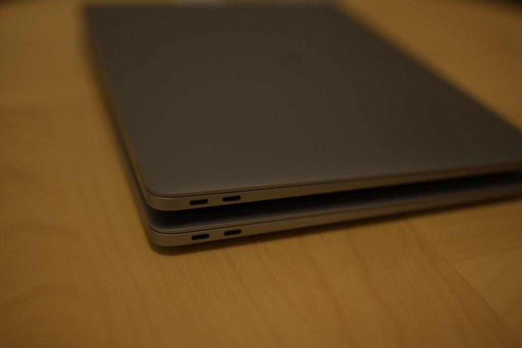 2020 M1 MacBook Air もUSBポートは2つ.