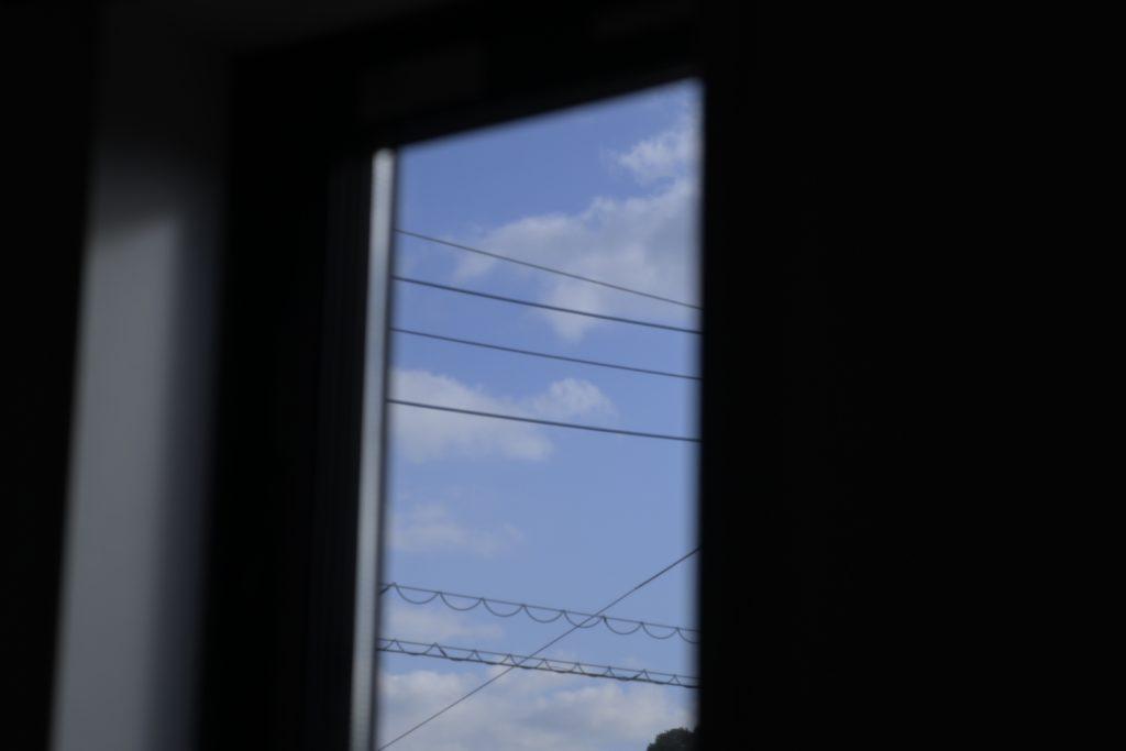 室内からの冬空.無限遠.