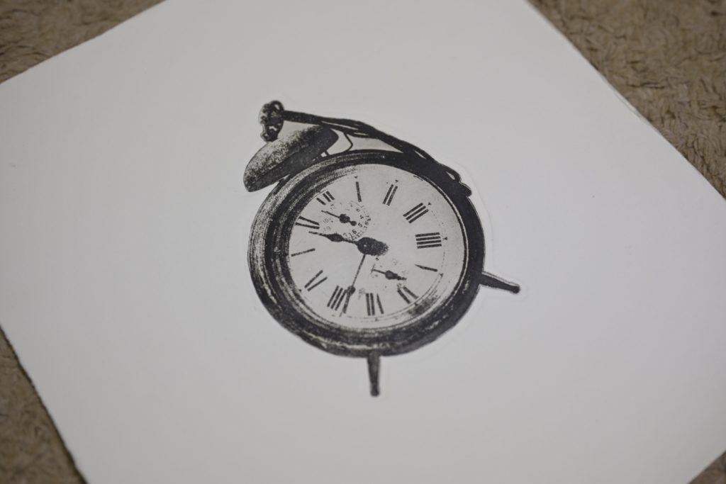 銅版画で時計のモチーフを紙に印刷-2
