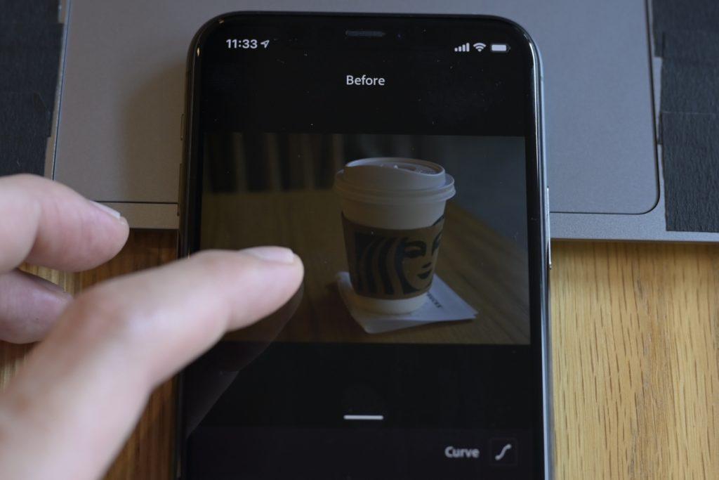 モバイル版のLightroom CCでは,画像を長押しで元画像を表示.