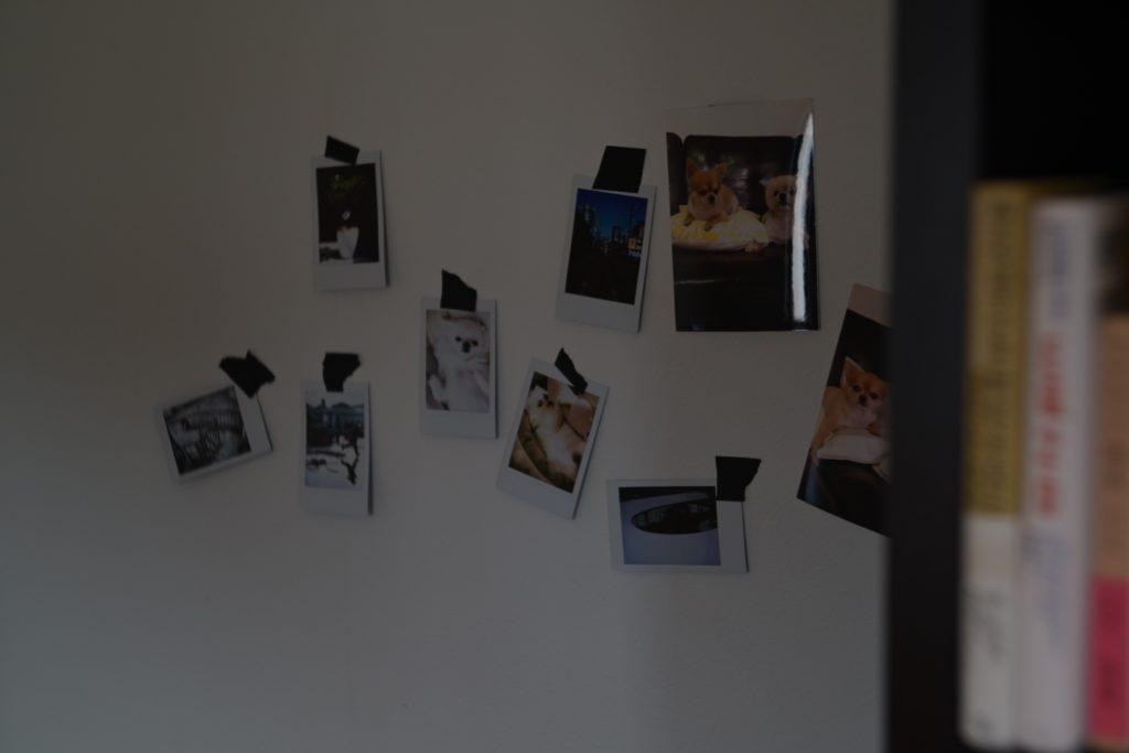 好きな写真をプリントして,壁に貼り付けてみるのも楽しい.