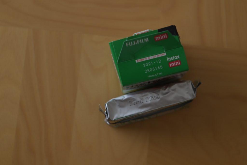 パッケージの上部,個包装してある横にも使用期限が記載されている.