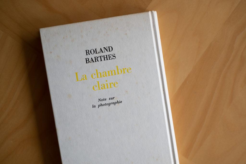 『明るい部屋』はバルトの遺作となる書籍,彼の写真論がまとめられている. 写真に興味がある人は,本書を読むと写真の見かたに変化があるだろう.