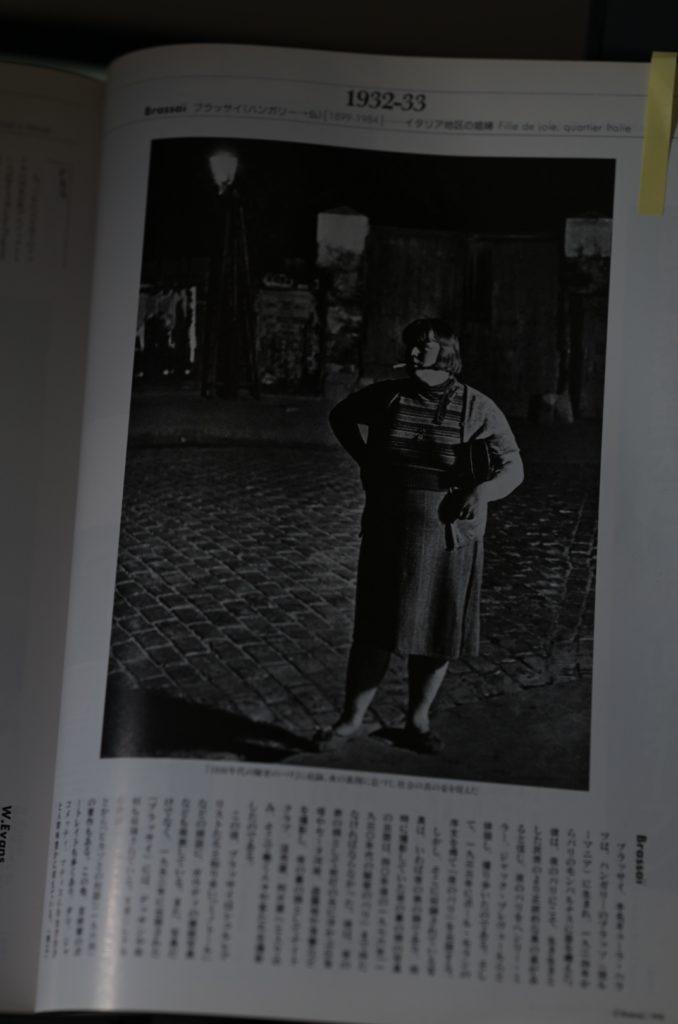 ブラッサイは,『夜のパリ』などパリの人々や街並みを撮った作品が有名.